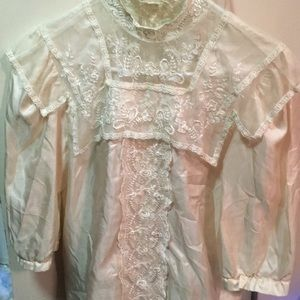 Romantic vintage blouse with lace collar
